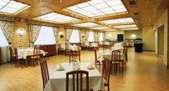 ресторан готель Водоспад Яремче Карпати Відпочинок на Травневі свята 1 Травня 9 Травня Тури в Карпати Клуб Мандрівників