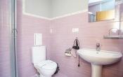 ванна кімната номер стандарт готель СКІЛАНДХАУС SKILANDHOUSE Яблуниця, відпочинок в Карпатах, Новий Рік та Різдво в Карпатах від «Клубу