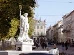 фонтан Нептун площа Рынок ЛЬВОВ экскурсионный тур1 мая Майские праздники во Львове Клуб Мандривныкив