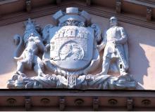 Герб на ратуші Львів дитячі групи Екскурсійні програми для школярів Клуб Мандрівників