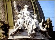 сидящая статуя Свободы Музей этнографии и художественного промысла ЛЬВОВ ЛЬВОВ экскурсионный тур по Львову Улочками Древнего Львова Клуб Мандривныкив UKRAINE LVIV
