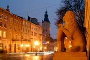 вечер площадь Рынок экскурсионный тур Замки и Дворцы Львовщины Клуб Мандривныкив LVIV UKRAINE