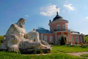 парк біля замку ЗОЛОЧІВ Золота Підкова Клуб Мандрівників LVIV ZOLOCHIV UKRAINE