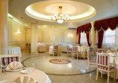 ресторан РЕНЕССАНС отель Хуст ЗАКАРПАТСКИЕ ВЫТРЕБЕНЬКИ экскурсионный тур Майские праздники в Карпатах Клуб Мандривныкив