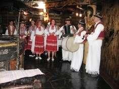 Закарпатские Вытребеньки Карпатськи Вэсэли Вэчорныци экскурсионный тур Майские праздники в Карпатах Клуб Мандривныкив