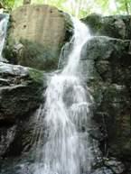 водопад СКАКАЛО ЗАКАРПАТСКИЕ ВЫТРЕБЕНЬКИ экскурсионный тур Майские праздники в Карпатах Клуб Мандривныкив