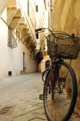 Вузькі вуличкиІТАЛІЯ Новорічні тури в Європу Автобусні тури в Італію Клуб Мандрівників